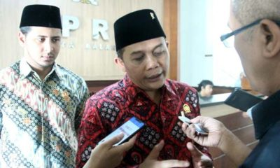 Ketua DPRD Kota Malang I Made Riandiana Kartika didampingi Wakil Ketua III DPRD Kota Malang Rimza