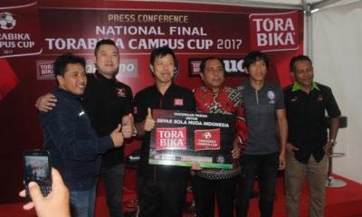 Sudarmaji, Cahyadi Wanda, Loni Lim, Haris Thofly, Bustomi, dan Imam Hariadi saat preskon National Final Torabika Campus Cup 2017. (rhd)