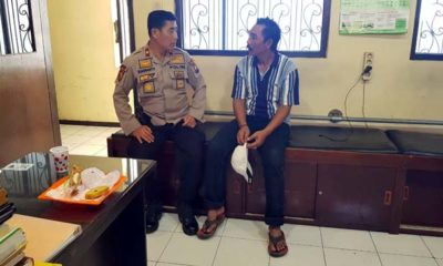 Kapolsekta Klojen Kompol Budi Harianto saat meminta keterangan Panut. (istimewa)