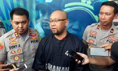 Kapolres Malang Kota AKBP AKBP Dony Alexander SIK MH saat merilis tersangka Agus Piranhamas. (gie)