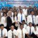 Peserta PKPA berbaju putih hitam usai saat berfoto bersama dengan Ketua Umum DPN Peradi RBA Dr Luhut MP Pangaribuan SH LLM dan Pengurus DPC Peradi RBA Malang. (gie)