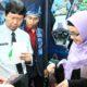 Direktur Polinema Drs Awan Setiawan MMT.MM saat kunjungi stand mahasiswa dalam enterpreneur festival. (ist)