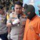 Kapolres Malang Kota AKBP Donny Alexander SIK Mh saat meminta keterangan kepada tersangka Tirta. (gie)