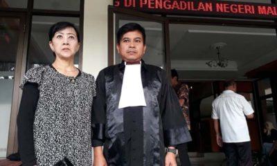 Sutanti dan Hery Basuki SH MH MBA, Penasehat hukumnya usai vonis bebas murni. (gie)