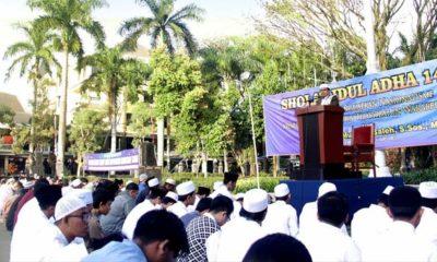 Khatib Akhmad Muwafik Saleh, S.Sos, M, menyampaikan khutbahnya. (ist)