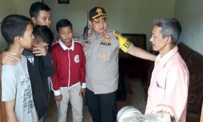 Kapolres Malang Kota AKBP Dony Alexander SIK MH saat kunjungi para korban. (gie)