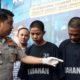 DUA : Kapolres Malang Kota AKBP Dony Alexander SIK MH saat merilis tersangka Faisal dan Dedi. (gie)