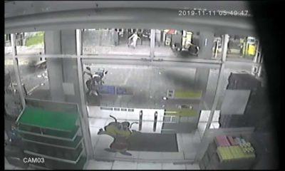 Pelaku terlihat dari CCTV Indomaret. (repro)