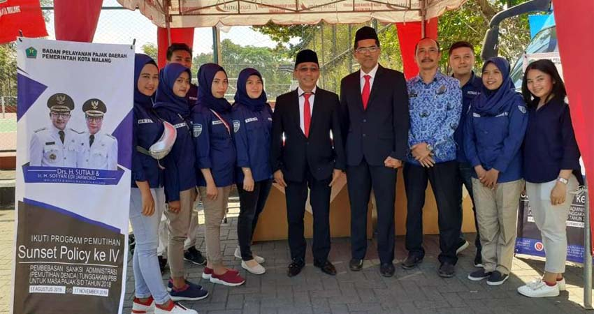 Kepala BP2D Kota Malang, Ir H Ade Herawanto MT beserta jajaran saat launching program Sunset Policy, 17 Agustus 2019 di Stadion Gajayana