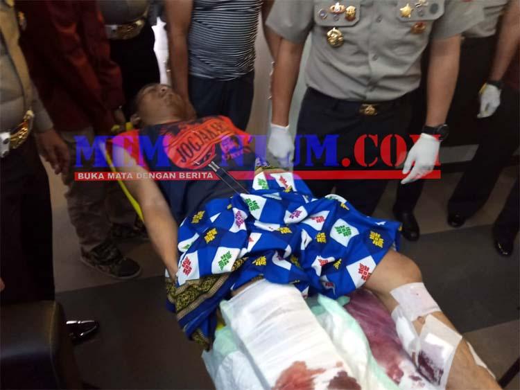 LUMPUH : Tersangka Nur Kholis saat pulang dari perawatan di UGD RSSA. (ist)
