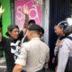 Bikin Resah Pemakai Jalan, Penjual Stiker Perempatan Angkat Tangan