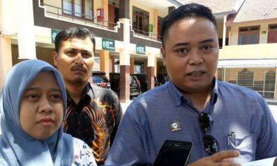 GUSUR : Fani dan kuasa hukumnya Victor Marpaung SH dan Fariz Aldiano Modal SH. (gie)