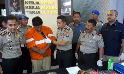 Tersangka Dwi Nur Soleh saat dirilis di Mapolresta Malang Kota. (gie)