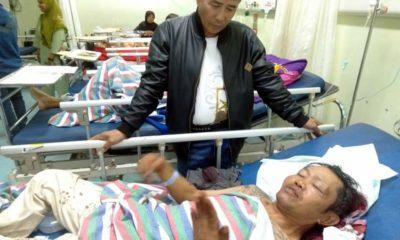 Kapolsekta Klojen Kompol Budi Harianto saat mendatangi korban Slamet saat dalam perawatan di IGD. (ist)
