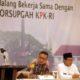 Kepala Bapenda Kota Malang, Ir H Ade Herawanto MT (kiri) dalam kegiatan sosialisasi bersama Tim Korsupgah KPK RI dan Walikota Malang Drs H Sutiaji, beberapa waktu lalu