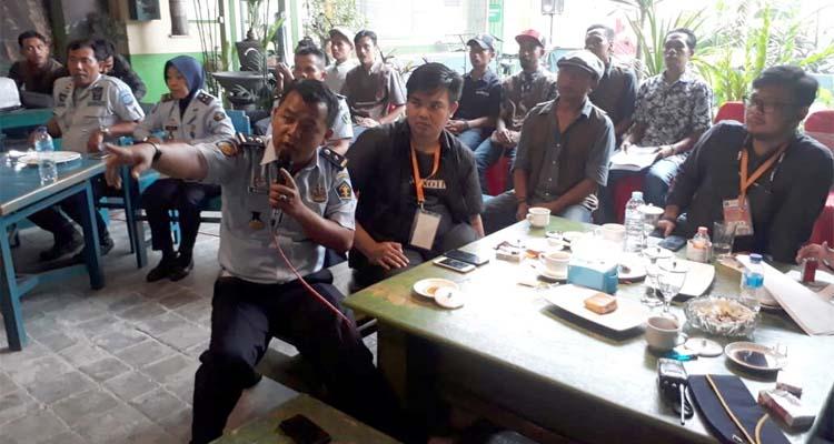 KPLP Lapas Klas 1 Malang I Wayan Nurasta saat bersama awak media. (gie)