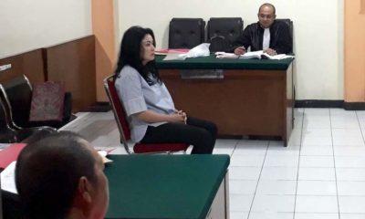 Cathalina bertemu Kujang dalam persidangan di PN Malang. (gie)