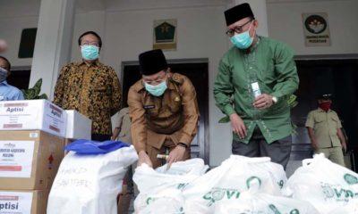 Bantuan Hand Sanitizer dan Paket Sembako dari APTISI