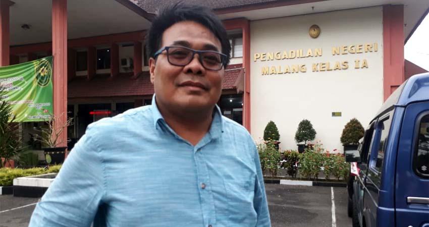 Sumardhan SH MH, kuasa hukum Nanik. (gie)