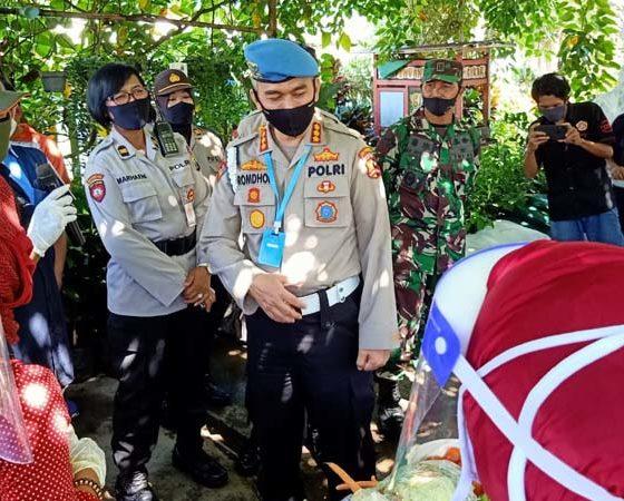 Pemeriksa Utama Div. Propam Mabes Polri Kombes Pol Raden Romdhon Natakusuma SIK MH saat kunjungi kampung tangguh GWS. (ist)