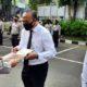 Kompol Sutiyono dan Ilda Zainul Arifin saat mendapat penghargaan dari Kapolresta Malang Kota Kombes Pol Dr Leonardus. (Ist)