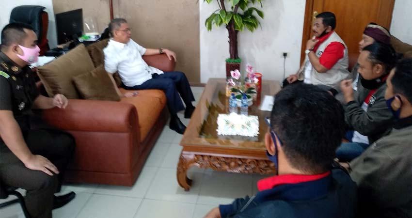 LIRA Malang Raya saat datangi Kantor Kejaksaan Negeri Kota Malang. (ist)