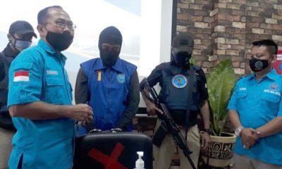 tersangka M Munir Fuadi saat di rilis di BNN Kota Malang. (gie)