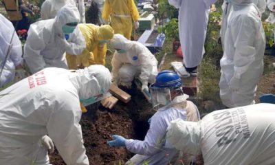 Pemakaman bayi PDP Covid di Pemakaman Polehan. (ist)