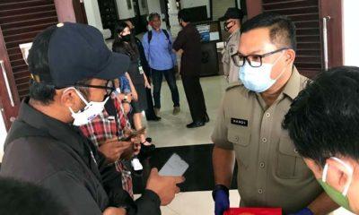 Kepala Dishub saat di wawancarai di depan gedung DPRD Kota Malang