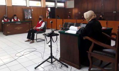 Heri Susiyo, staf Kelurahan Temas yang kini jadi tersangka. Dihadirkan sebagai saksi terdakwa Nafian dan Sunarko. (gie)
