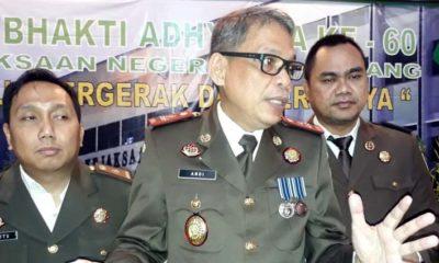 Kasi Pidum Wahyu Hidayatullah SH MH, Kepala Kejaksaan Negeri Kota Malang Andi Darmawangsa SH MH dan Kasi Pidsus Ujang Supriadi SH MH. (gie)