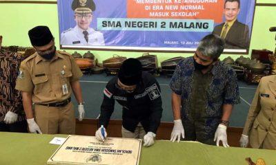 Persemian sekolah tangguh yang ditandatangani langsung oleh Wali Kota Malang