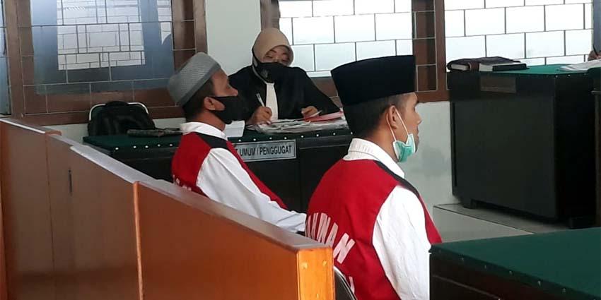 Terdakwa Nafian dan Sunarko. (gie)