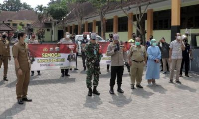 Kapolresta Malang Kota Kombes Pol Dr Leonardus dan Dandim 0833 Letkol Inf Tommy Anderson saat kunjungi lokasi perawatan isolasi di Jl Kawi. (ist)