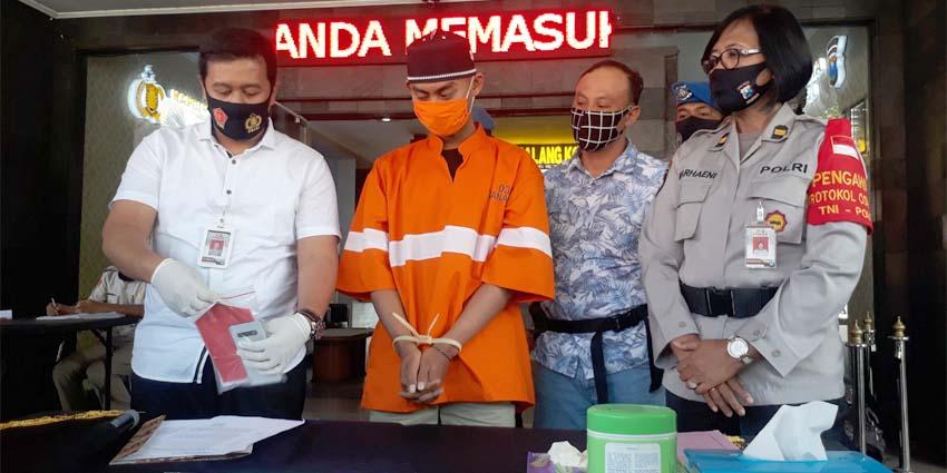 Tersangka Septian Dwi Cahyono dirilis di Polresta Malang Kota . (gie)