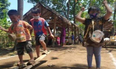Dalam Festifal Dolanan anak-anak diperkenalkan dengan beragam permainan tradisional.