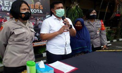 Fitrotul Azizah saat dirilis di Polresta Malang Kota. (gie)