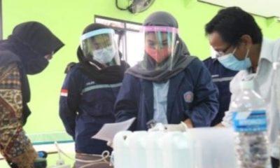 Pembuatan hand sanitizer dan disinfektan.