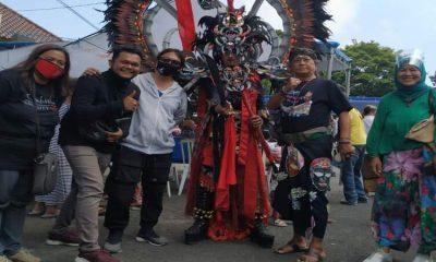Yudi Prata disela acara Jenggirat Fest bersama puluhan penari dan warga kampung di Sinau Budaya Satrio Turonggo Jati-Celaket.