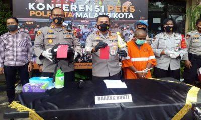 Tersangka M Iksan alias Kacong Bedhes saat dirilis di Polresta Malang Kota. (gie)
