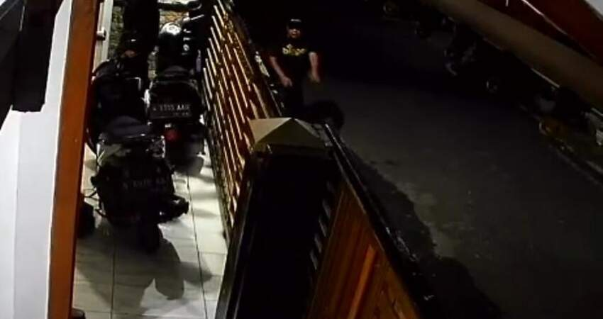 Aksi pelaku terekam kamera CCTV. (ist)