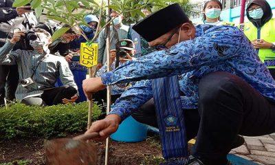 Tinjau Kesiapan Adiwiyata SMKN 7 Kota Malang, Wawali Support dengan Tanam Pule
