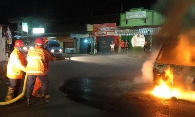 Melintas di Jl Bandulan, Mobil Daihatsu Zebra Mendadak Terbakar